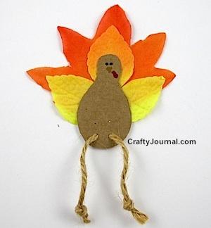 Fall Leaf Turkey Magnet by Crafty Journal