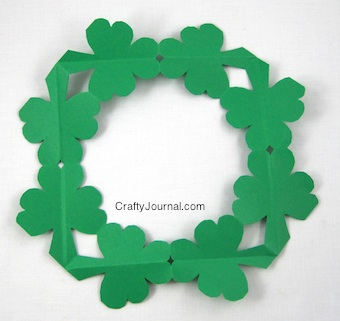 shamrock-wreath16w-340x321