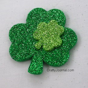Sparkly Shamrock Necklace - Crafty Journal