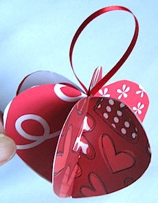 Hanging Heart Ornament by Crafty Journal