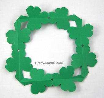 shamrock-wreath16w-340x321